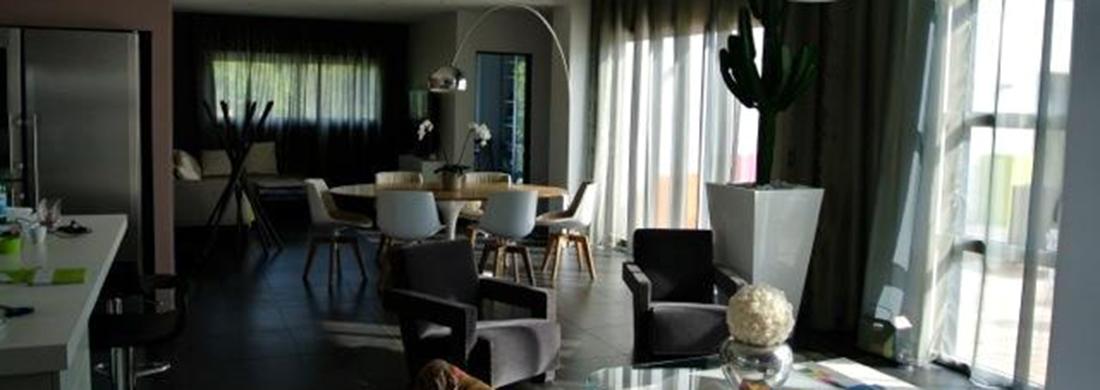 Interior decorating using finest quality fabrics   Au ...